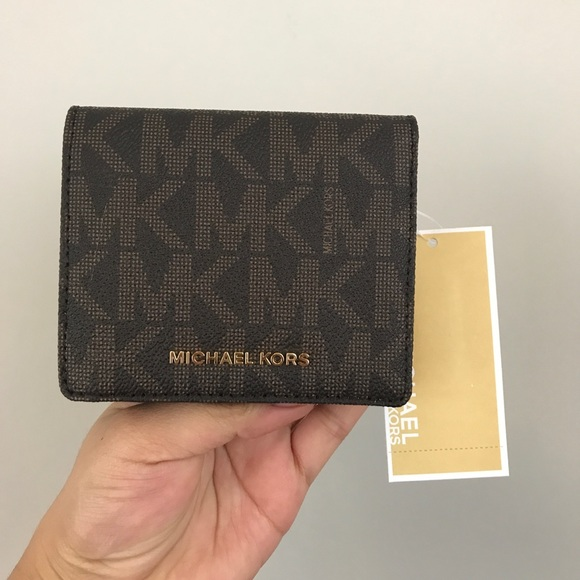 michael michael kors bags michael kors jet set carry all wallet rh poshmark com